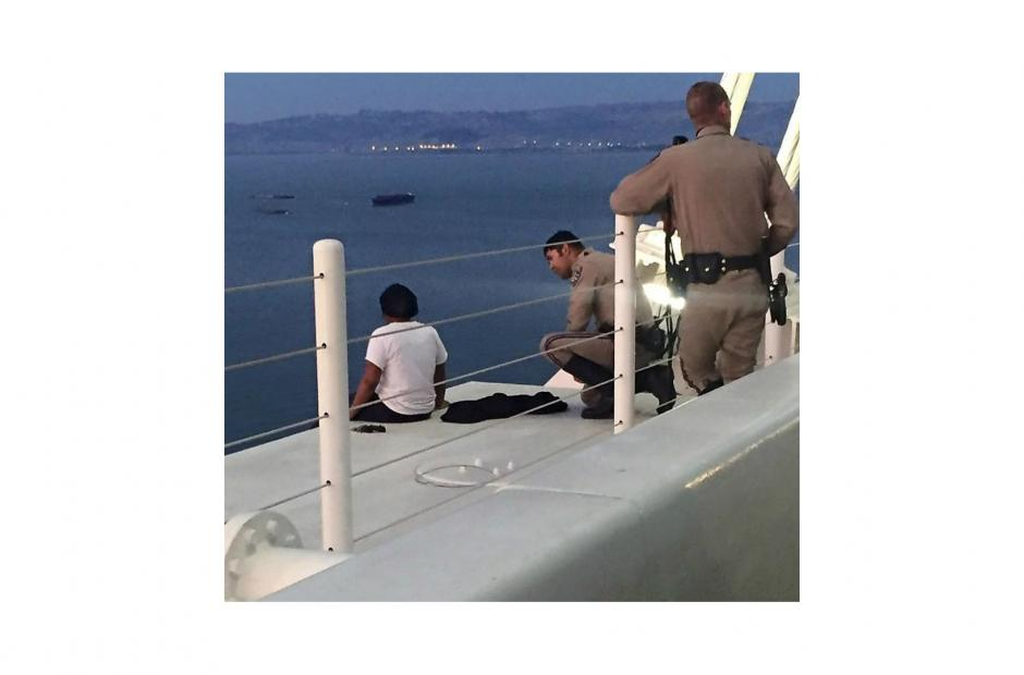 Image of CHP officer talks woman out of potential suicide on Bay Bridge